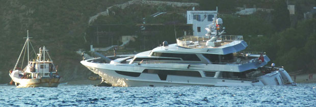 "Yacht ""Antalis"" distressed in Aegiali Port"